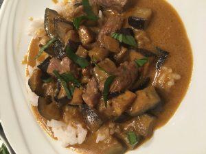 Rindfleisch-Curry mit Auberginen