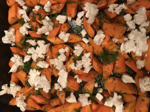Kreuzkümmel-Möhren mit Zitronen-Honig-Dressing & Ziegenfrischkäse