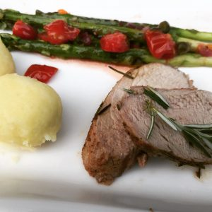 Iberico-Filet mit grünem Spargel-Salat